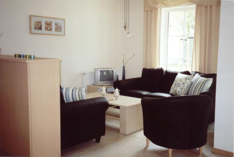 ferienwohnung usedom das wohnzimmer in der ferienwohnung. Black Bedroom Furniture Sets. Home Design Ideas